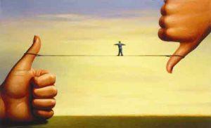 illustrazione con funambolo su una corda appesa tra due pollici