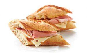 due panini al prosciutto e formaggi